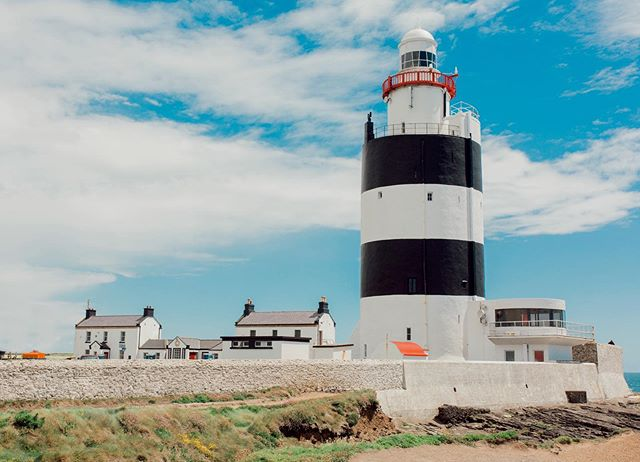⚓️ This lighthouse was built in 1201 and it's still working today - isn't that crazy? It's the oldest working lighthouse in the world and it's in Wexford, Ireland 🇮🇪 #hooklighthouse