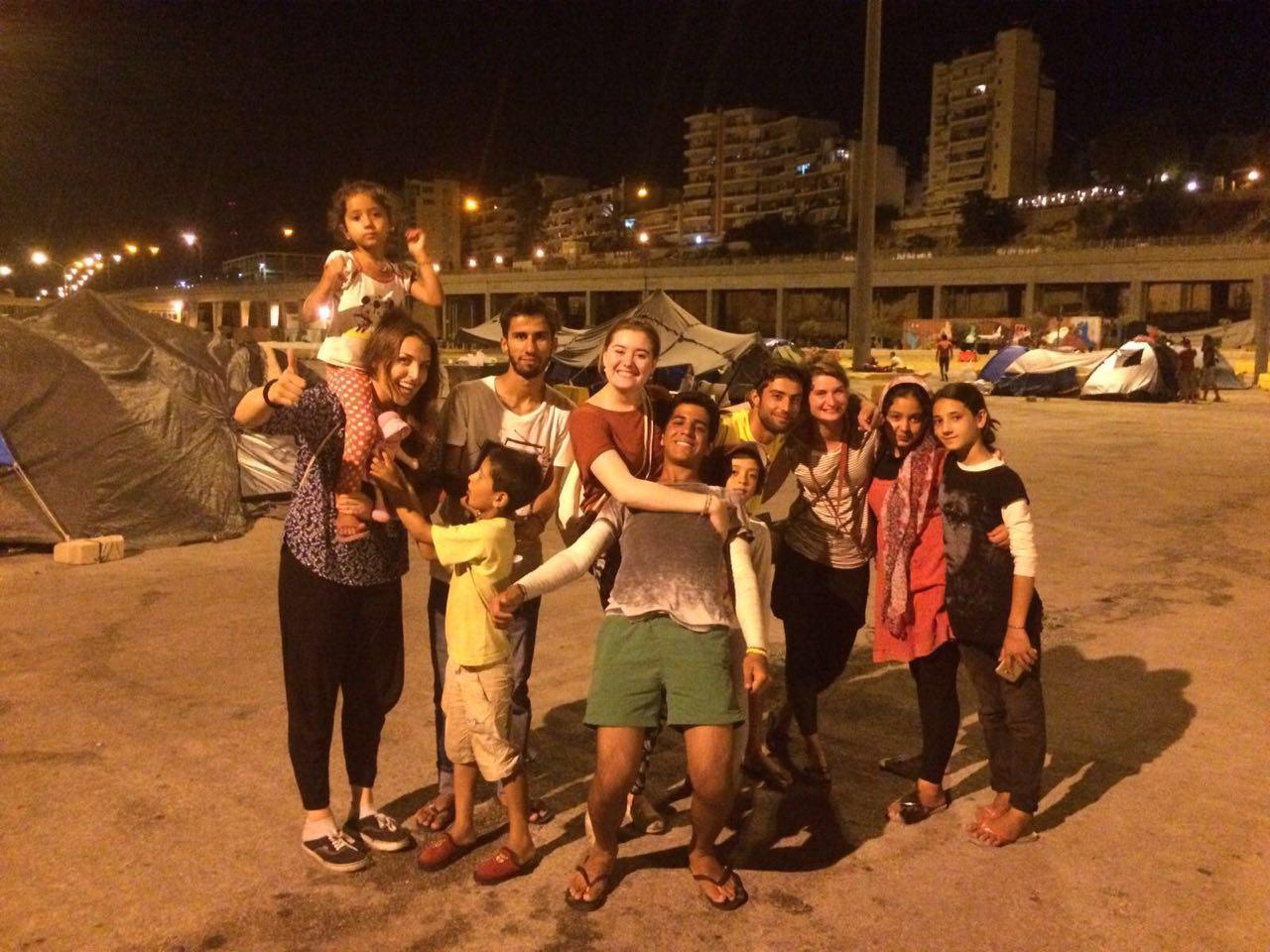Unsere Volunteers und Bewohner des Camps von Piräus