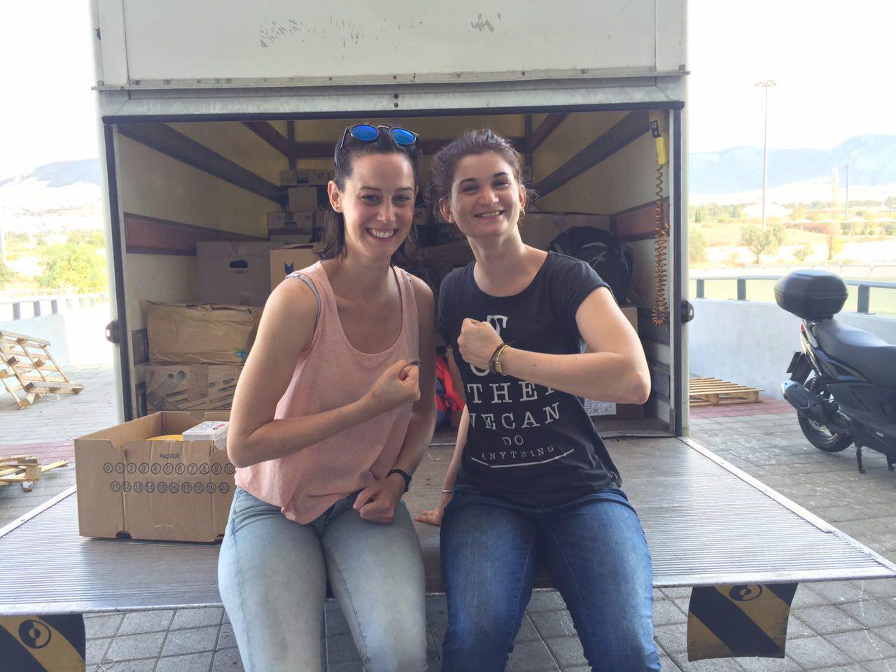 Der Lastwagen wird in Helleniko Pampiraiki noch aufgefüllt..