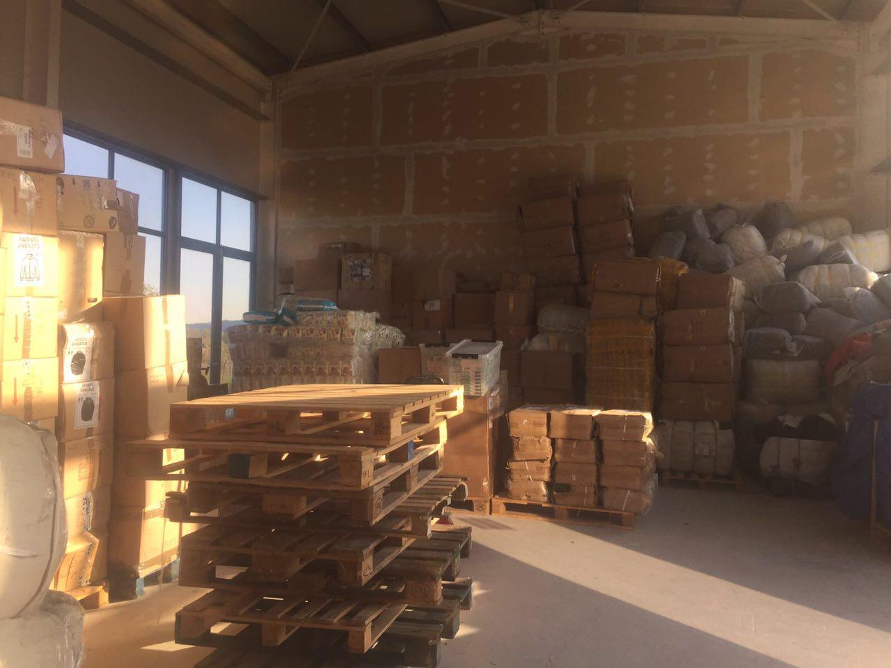 ... um die Waren dann ins Warenhaus Attika in Mitilini zu befördern.