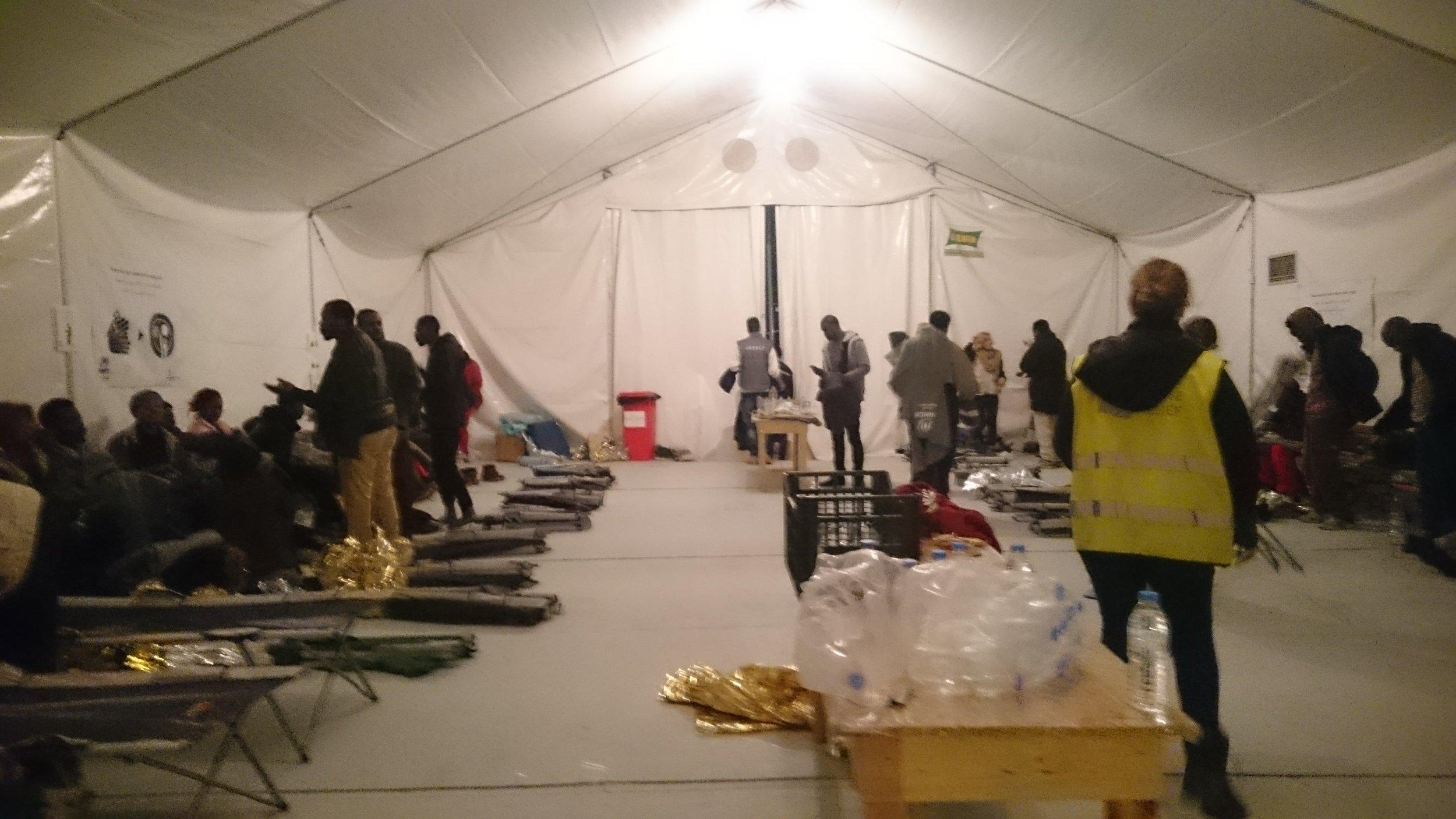 ...in die beheizten Zelte gebracht werden.