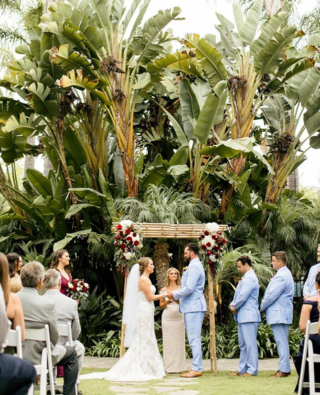 Um! Anyone else obsessed with this ceremony backdrop?⁠ .⁠ .⁠ .⁠ .⁠ .⁠ .⁠ #ocweddingphotographer  #weddingphotography #wildloveadventures  #loveauthentic #weddinginspiration #belovedstories #weddingphotographer  #theknotweddings #lookslikefilm #lookslikefilmweddings #weddinginspo #instawedding #authenticlovemag #ocweddings #travelandweddingmagazine #bohowedding #californiaweddings #socalweddings #theknot #weddingseason #huffpostweddings #wedphotoinspiration #canonphotographer #canonphoto #firstsandlasts #gettingmarried #risingtidesociety #stylemepretty #intimatewedding #greenweddingshoes ⁠