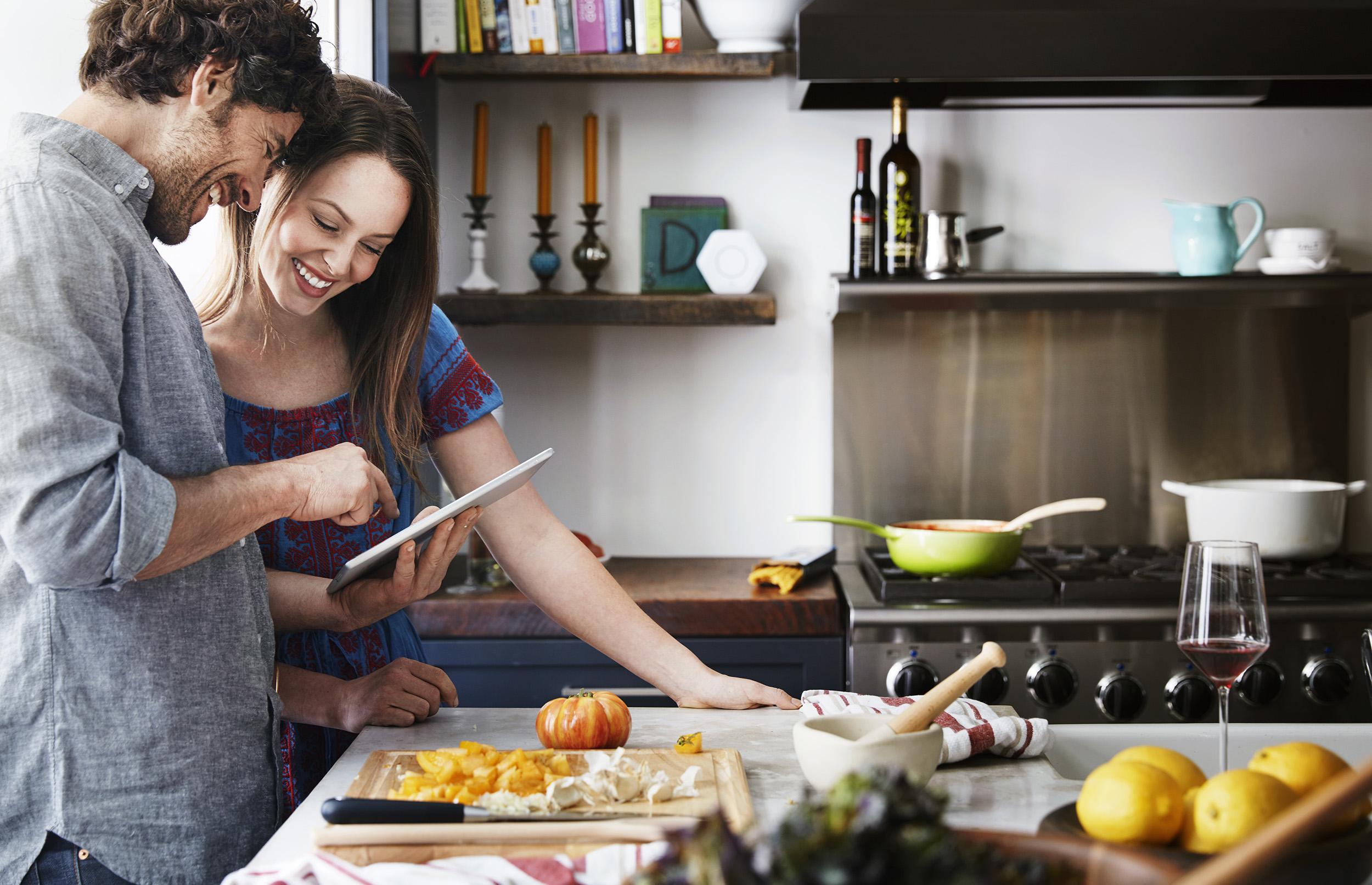 Kitchen_Couple_1609_V2_final_crop.jpg