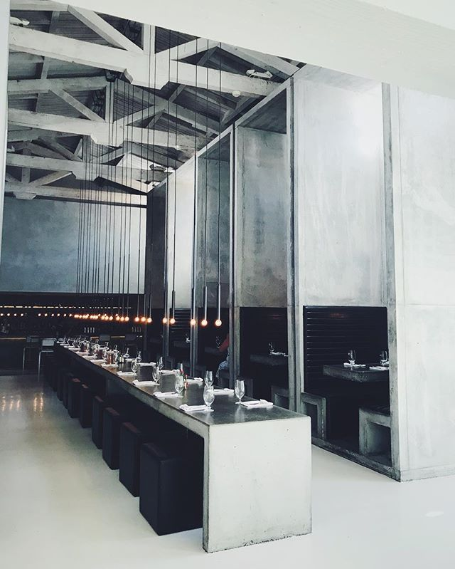 Stunner space @workshopkitchenbar I feel like I'm in the church of food.. 🙌🏼 #palmsprings #interiors #restaurantdesign #concrete thx for the recco @propdrop_n_roll