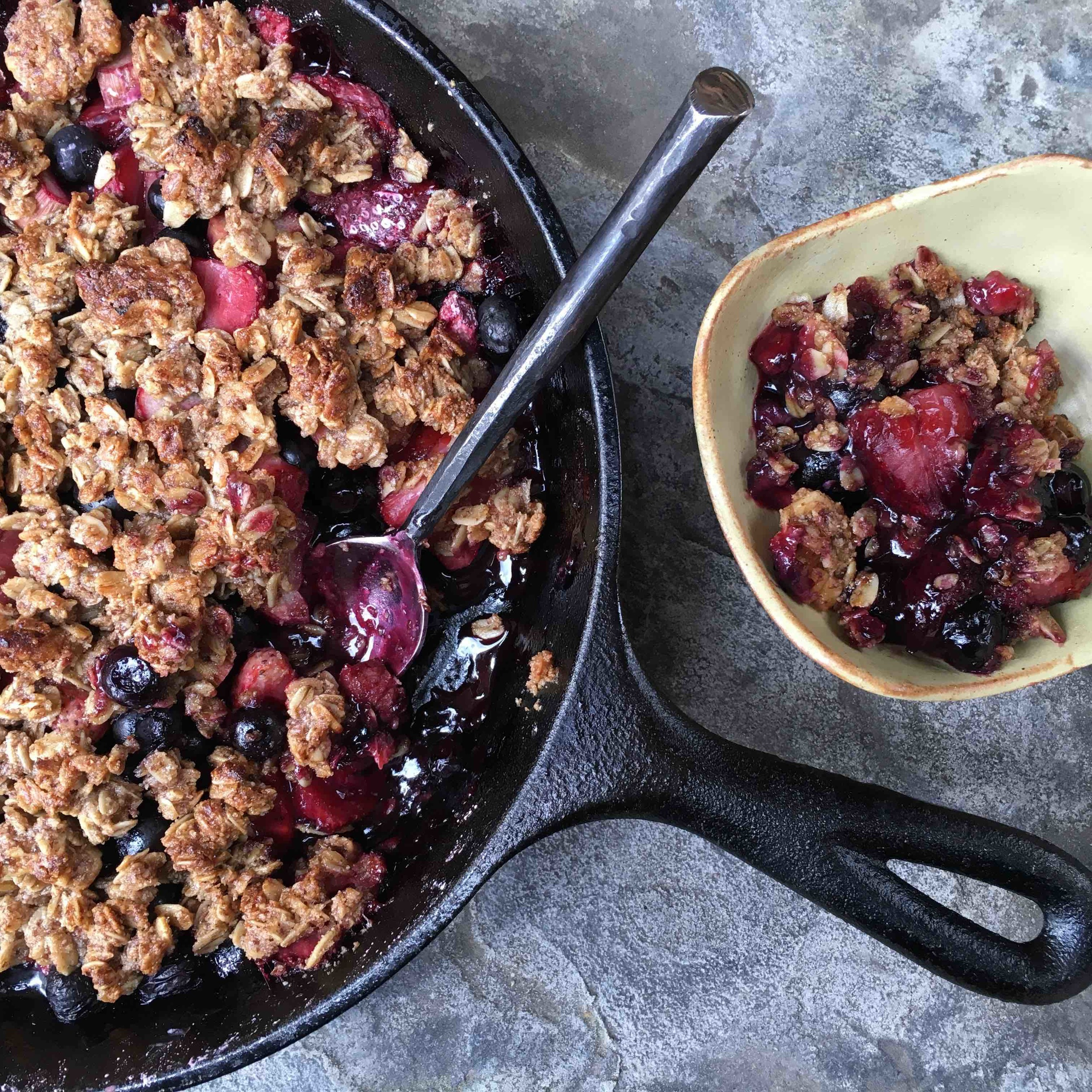 strawberry blueberry crumble.jpg