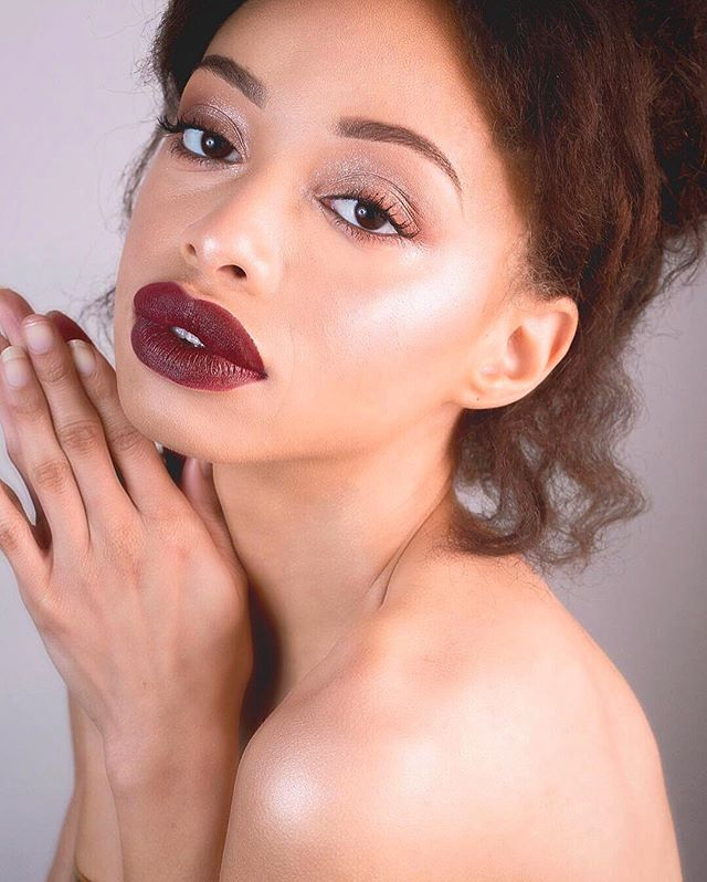 GOLDEN GLOW🙌🏾 Model: @sunnysideedown  MUA: @hleemoua  Photographer: @hleemoua . . Products🖤 •Skincare: Tatcha Watercream @tatcha •Face Oil: Beauty Oil @danessa_myricks •Foundation: Vision Cream Cover @danessa_myricks •Contour: Match Stix @fentybeauty •Highlighter: Kaja Mochi Glow Bouncy @kajabeauty •Eyes: Kaja Bento Bouncy @kajabeauty •Lips: Stunna Lip Paint @fentybeauty •Brows: Brow Wiz @anastasiabeverlyhills . . #hleemouaartistry #atlantamua #atlmakeupartist #danessamyricks #danessamyricksbeauty #kajabeauty #kajabeautybento #fentybeauty #tatcha #tatchaskincare #brows #browwiz #mua #makeupartist #atlantamodel #atlmodels #editorialmakeup #skin #glowup #glow #redlips #blackbeauty #kbeauty #photography #editorialphotography #editorial #skincareroutine