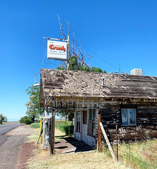 Kent, OR between Bend and Pendleton- I always loved this little gas station amazing it's still standing! #orangecrushsoda #ghosttowns #harvest