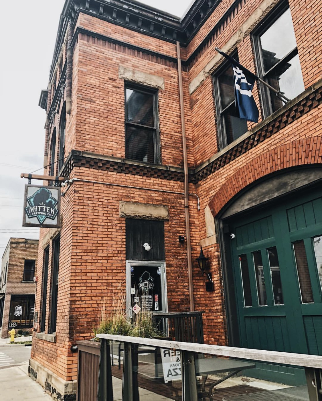 grand rapids mitten brewery beer pizza food restaurant
