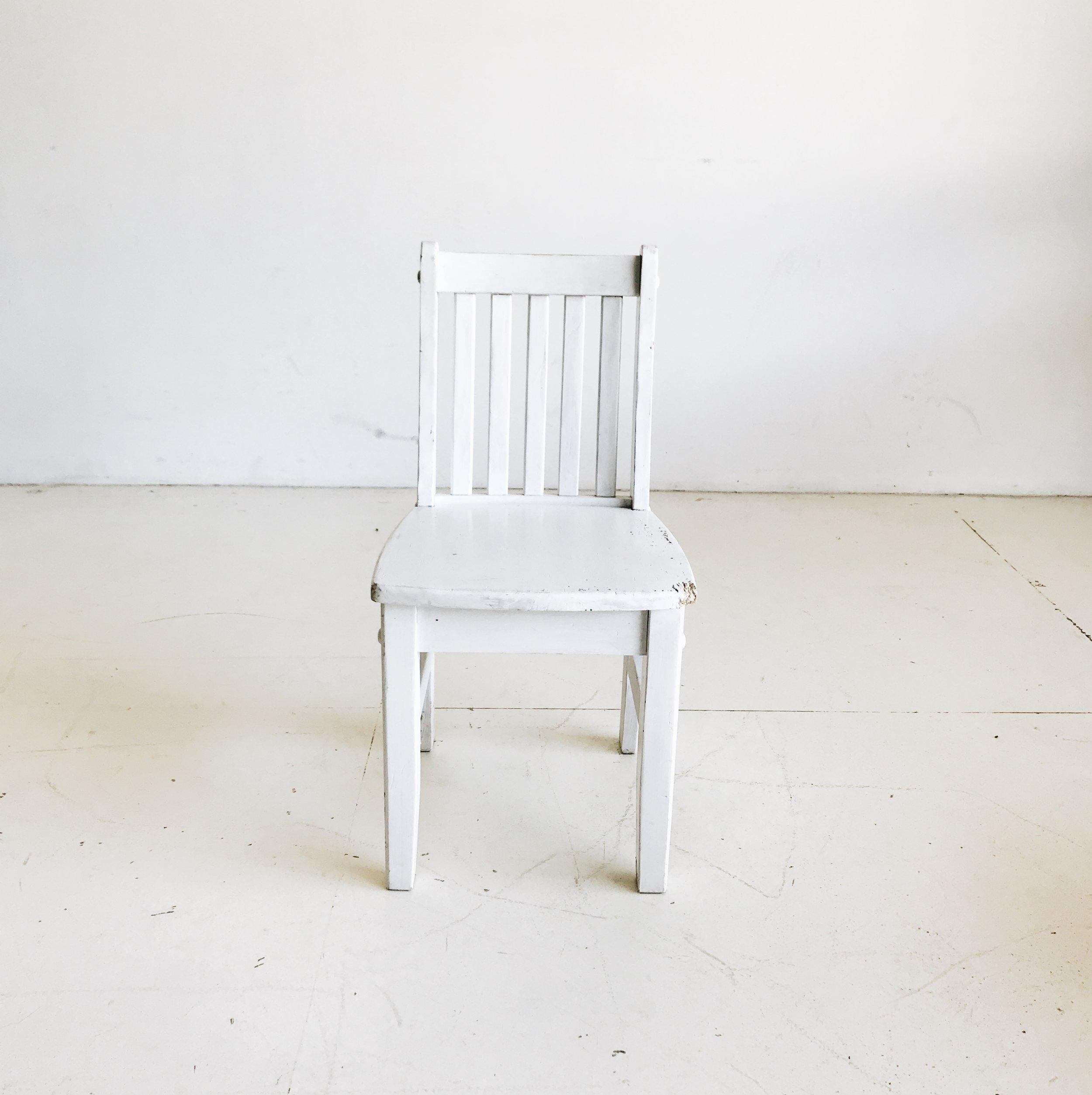 White Toddler Chair   Price: $5
