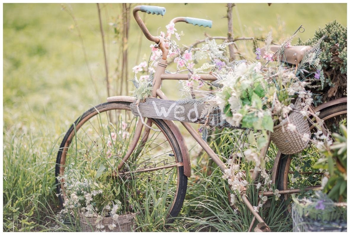 The Barn on Enchanted Acres Wedding_0010.jpg