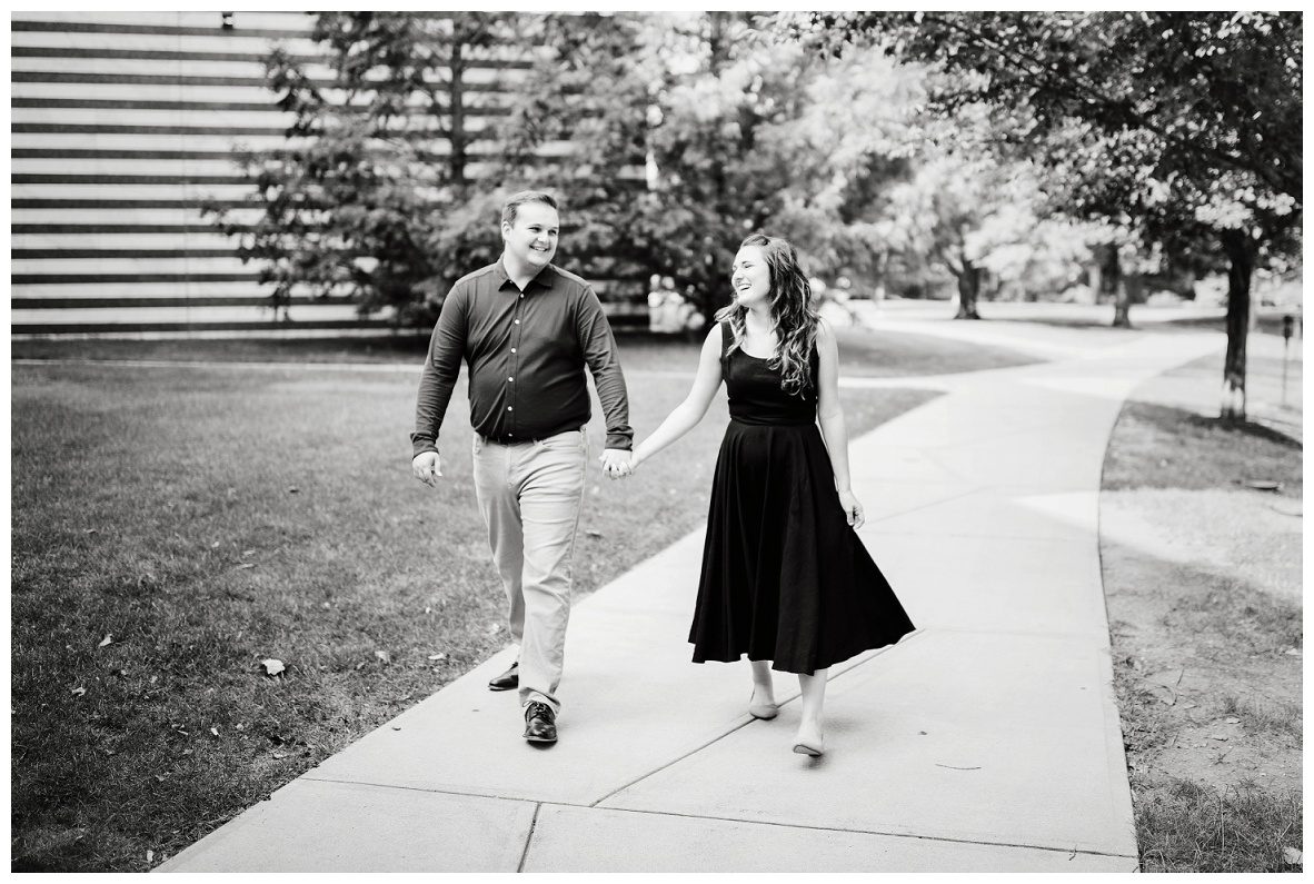 Cleveland Museum of Art and Edgewater Park Engagement Session_0001.jpg