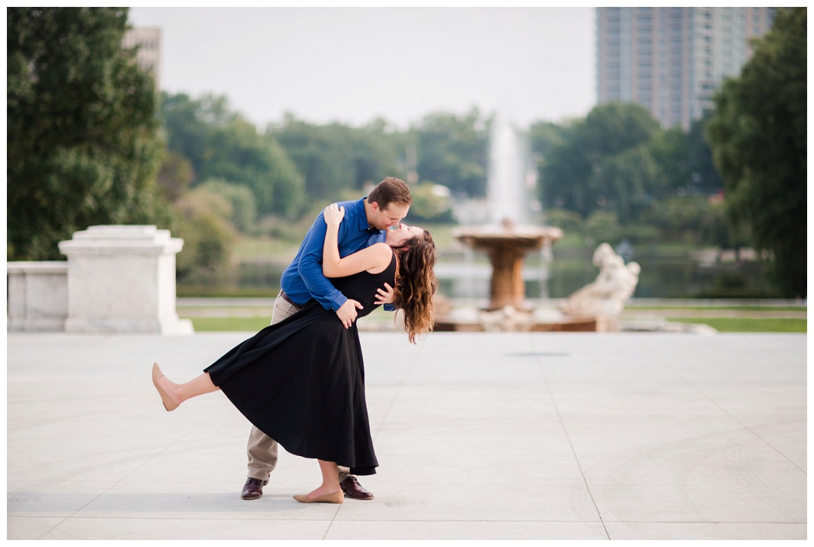 Cleveland Museum of Art and Edgewater Park Engagement Session_0024.jpg