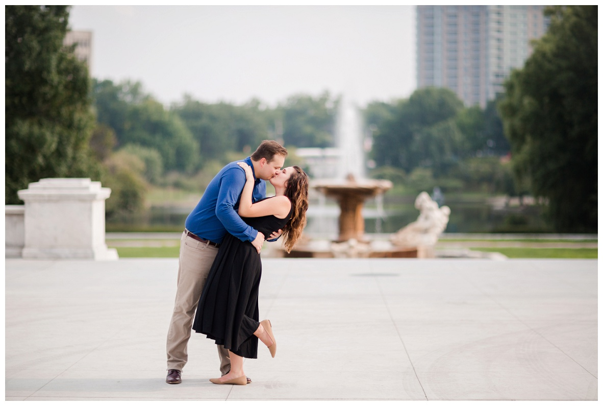 Cleveland Museum of Art and Edgewater Park Engagement Session_0025.jpg