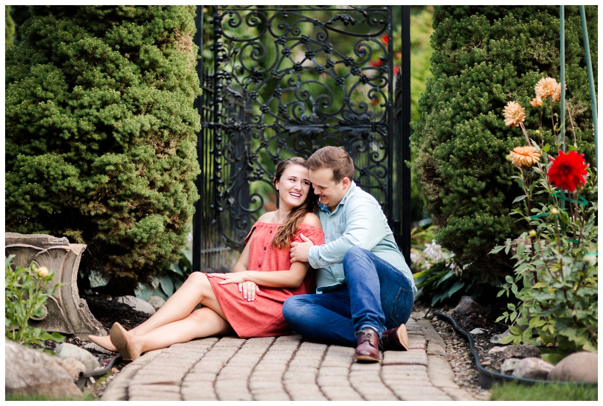 Cleveland Museum of Art and Edgewater Park Engagement Session_0052.jpg