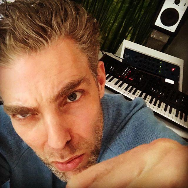 Knock knock,got a new pair of keys 🎹🎹🎹#willknockyouout #korgprologue #barefoots #tubetech #manley #avocet #musician #producer #studiolive