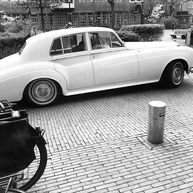Even though we're based in amsterdam you can always park in front of the door 🤪 #wgplein #amsterdam #rollsroyce
