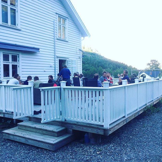Nesten alle potetprodusentane i Lærdal Grønt samla til fagsamling med grilling. #lærdalgrønt