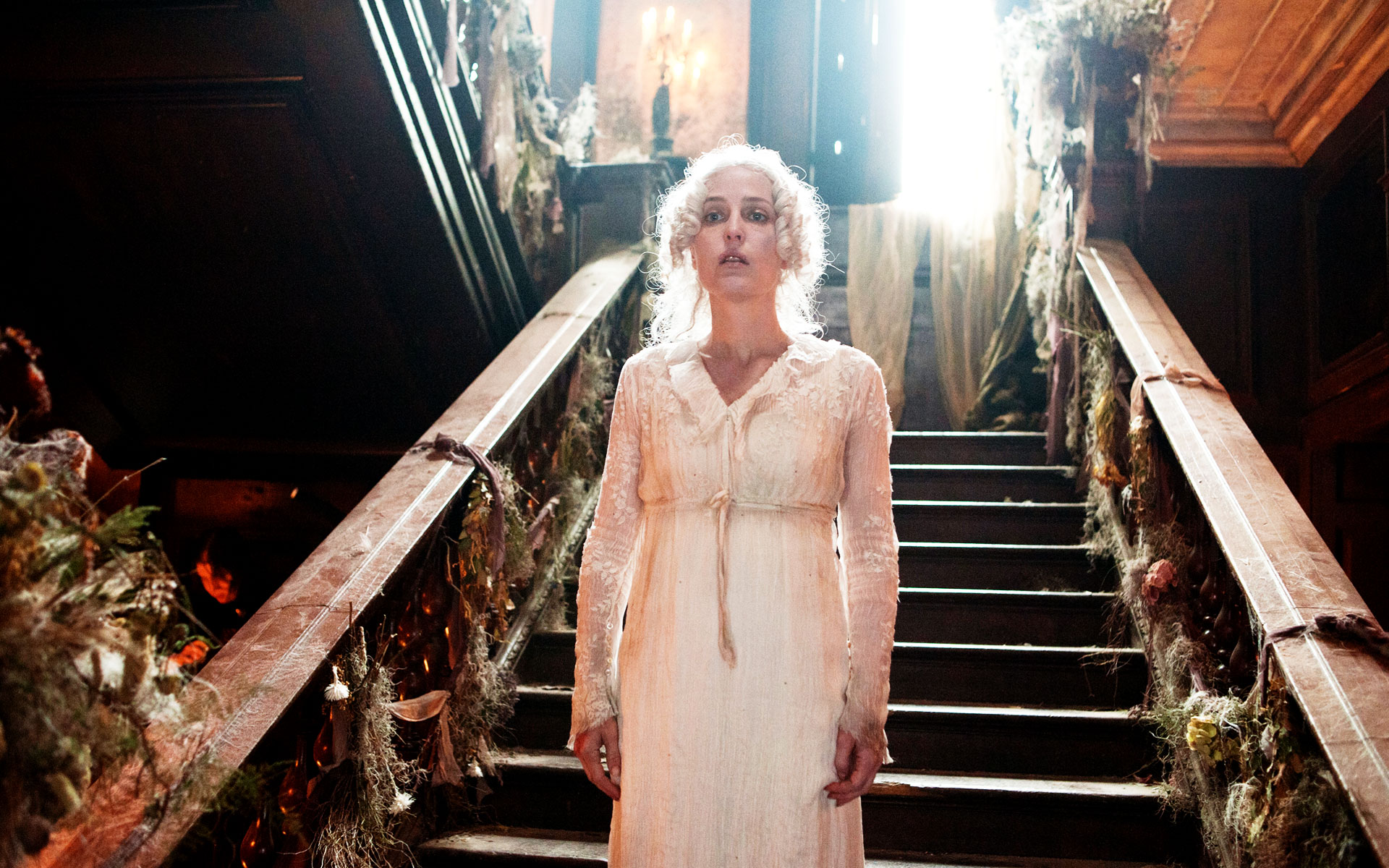 Great Expectations - Satis House interior -Mrs Havisham Gillian Anderson - Stairwell David Roger - Production design .jpg
