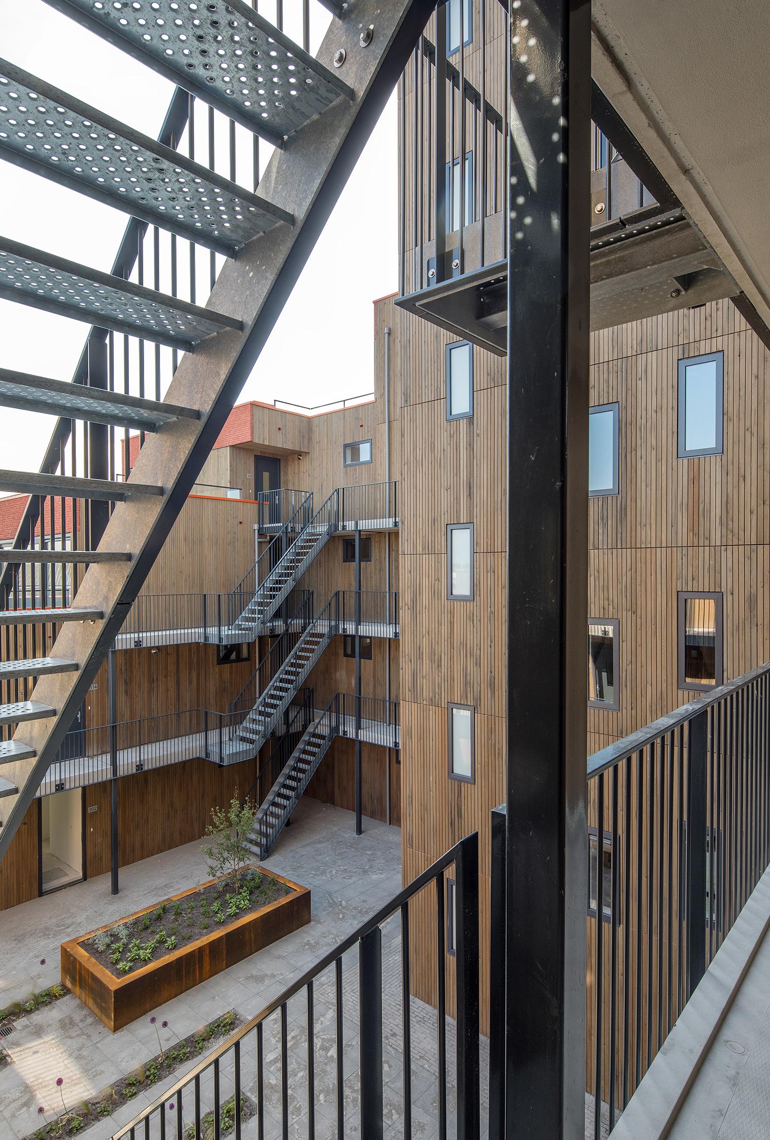 6_4_Urban-Villa-Achillesveld-Almere_Cross-Architecture.jpg