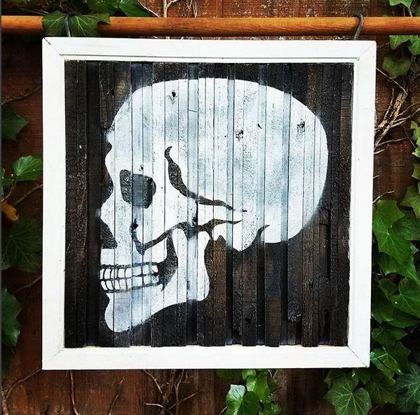Skull Placard