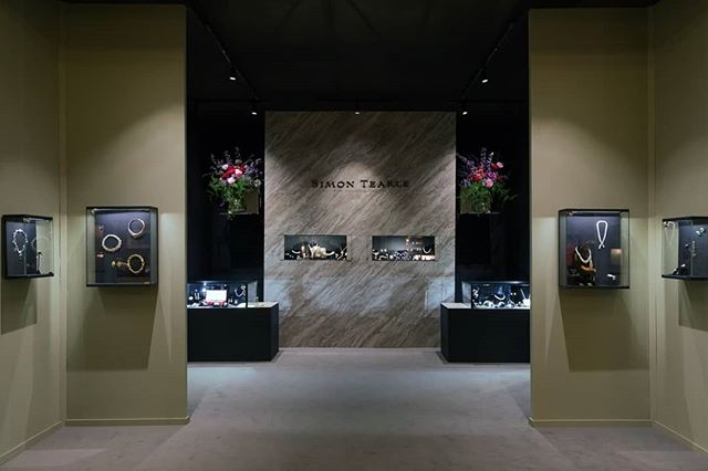 We had the opportunity to design Simon Teakle's stand at Masterpiece fair 2019.  By keeping the space open, viewers are immediately pulled toward the marbled feature wall, leading into to the darker area, where beautiful jewels float inside our wall hanging cabinets. The sage green walls frame the floral display and central wall, whilst creating intrigue of the inner space.  #4DProjects #masterpiece2019 #SimonTeakle #jewelry #jewellery #display #cabinet #marble