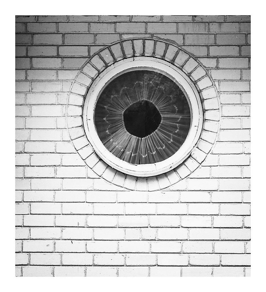 Ümmargune aken, ümmargune kardin, ümmargune auk