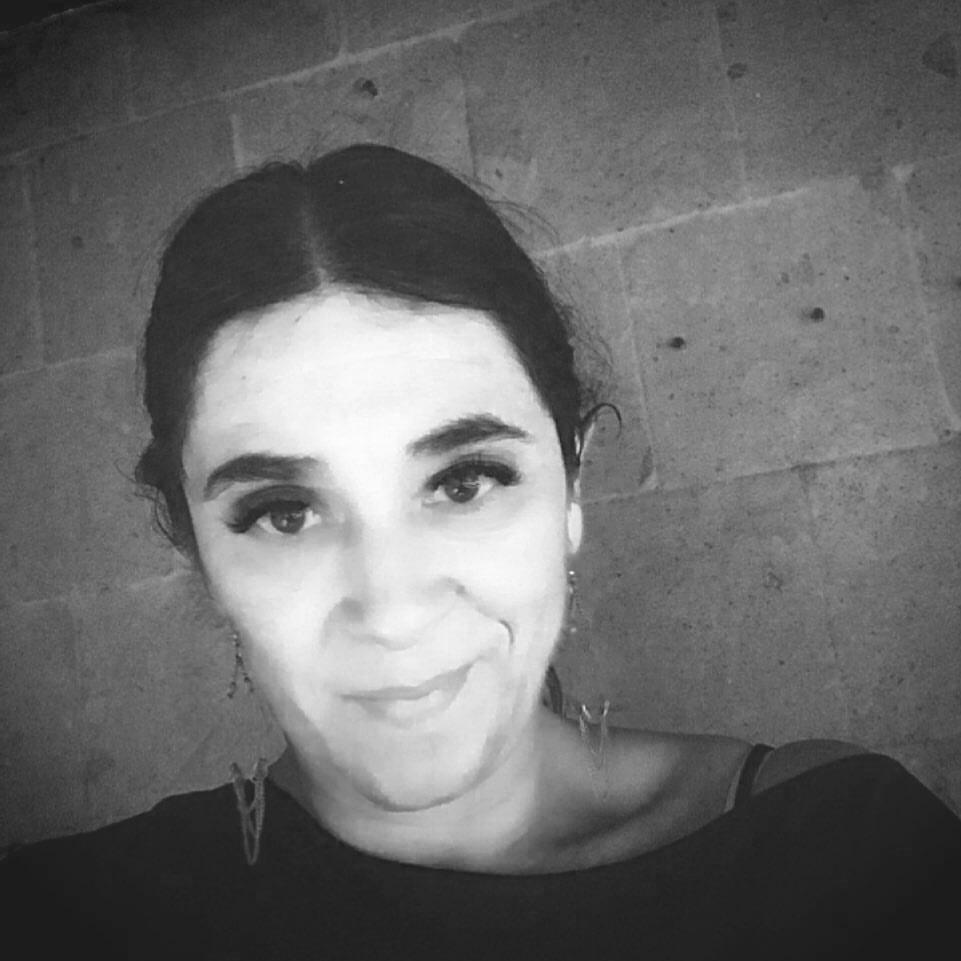 The Basement - Conductora: Lucila Zetina.Amante de la música, voz de la legendaria estación Rock 101. Se mudó a Órbita 105 FM, de ahí a Radioactivo 98.5 FM y por último en Órbita hasta que se convirtió en Reactor... Actualmente trabaja en Mixup en mercadotecnia.Mamá rockera y lista para abrir las puertas y recibirlos en The Basement por Ruido Blanco FM.@lucilaz