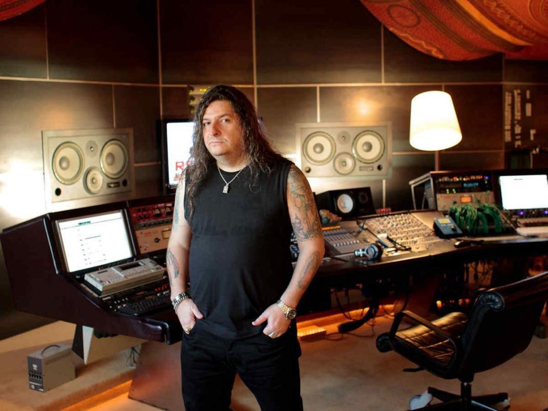 Adrián Taverna en su estudio, Buenos Aires.