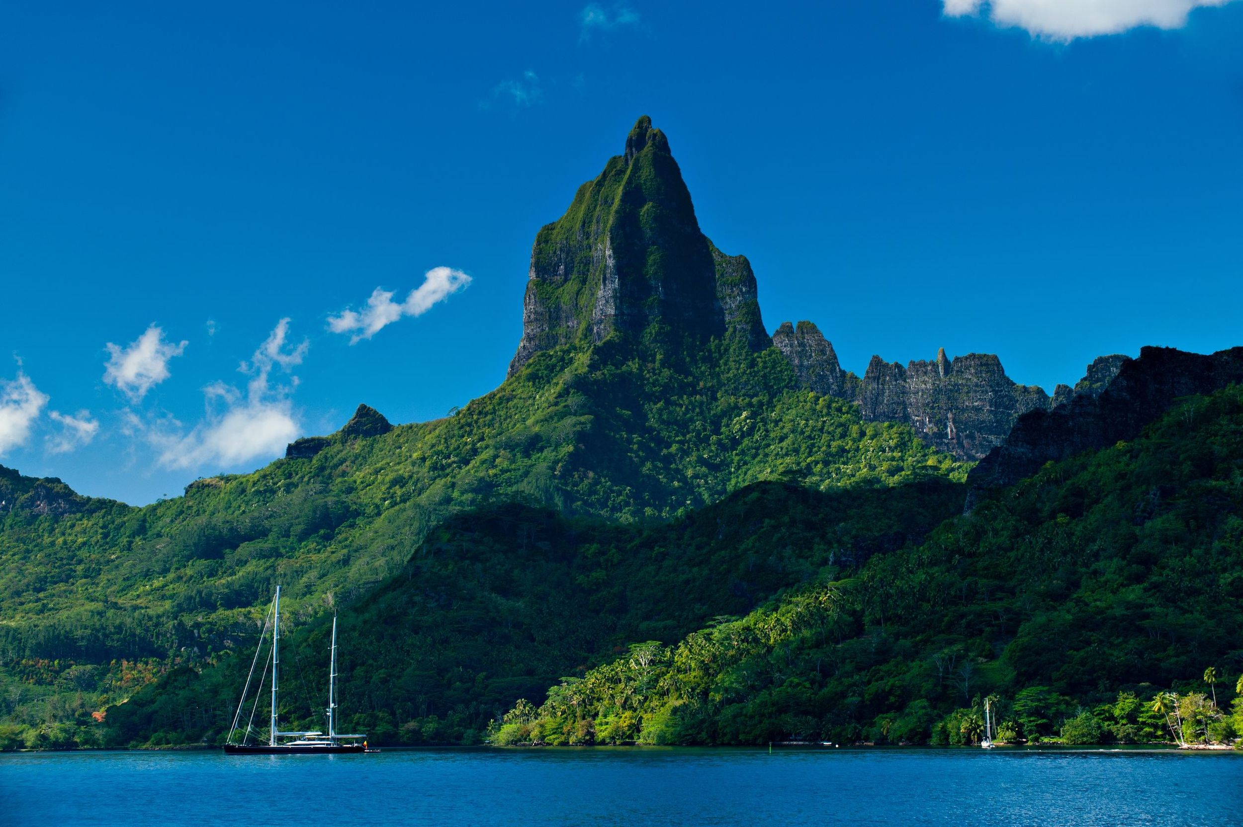 Moorea-Island-Roto-Nui-Volcanic-Mountain-Tahiti.jpg