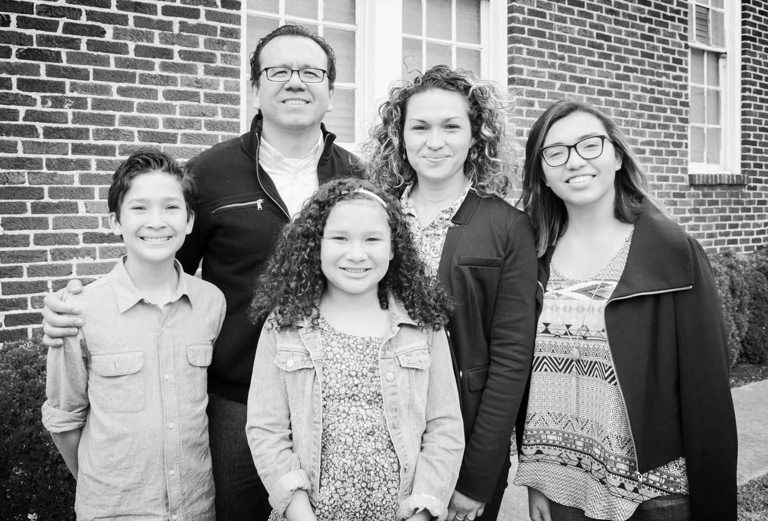 Pastores Neil y Lenis con sus hijos: Virginia, Ilan y Victoria