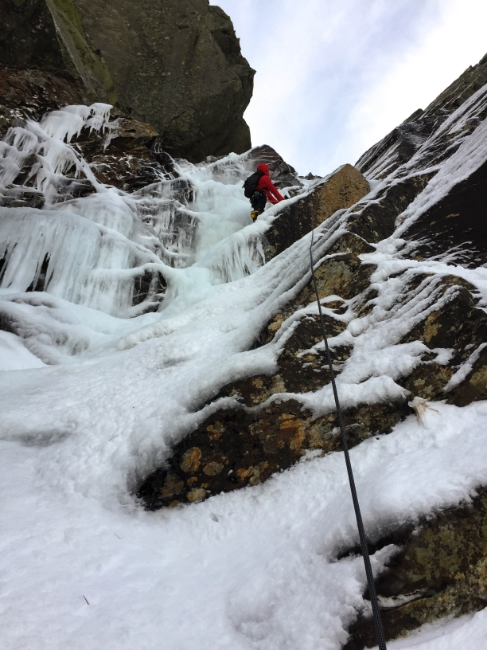 Paso ropes getting put to good use on an early season ascent of Pinnacle Gully