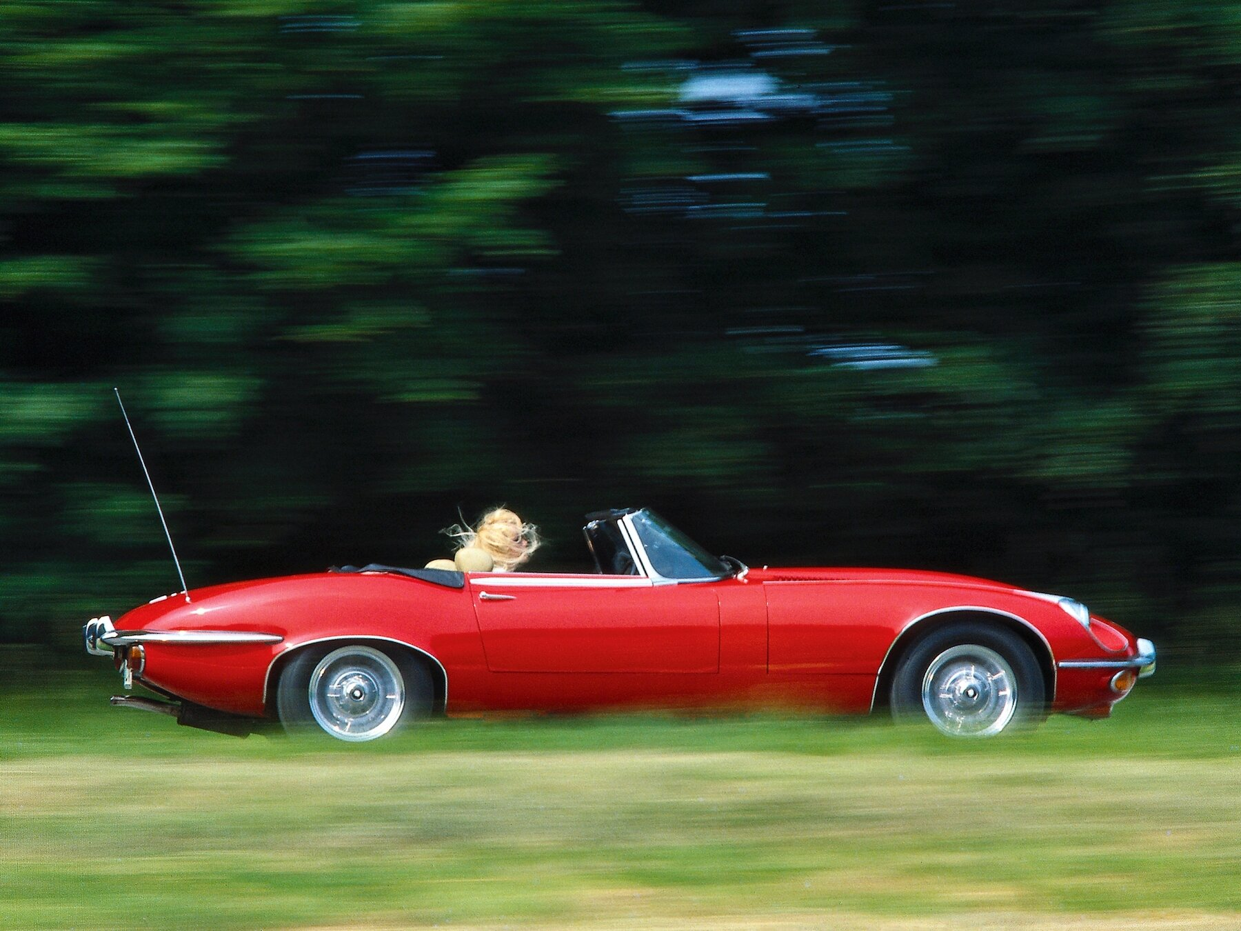 jaguar_e-type_v12_open_two_seater_eu-spec_1.jpg