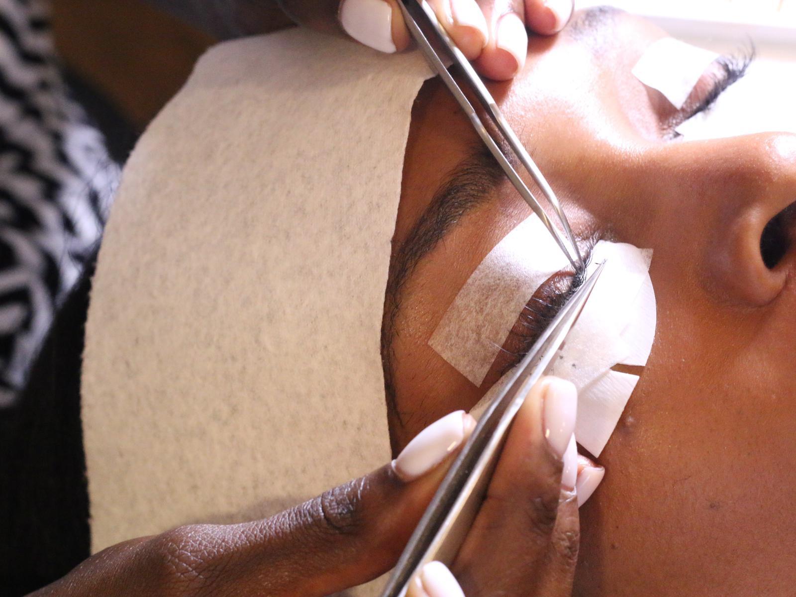 Applying-Lashes.jpg