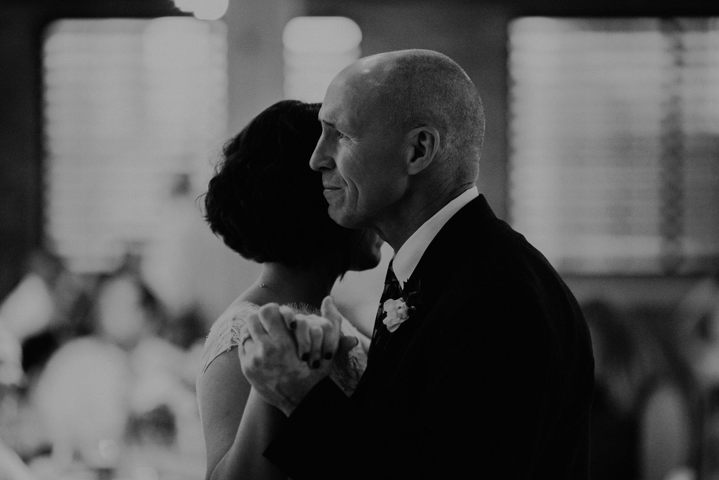 Cincinnati_Rhinegeist_Wedding_Andy_Katie-587.JPG