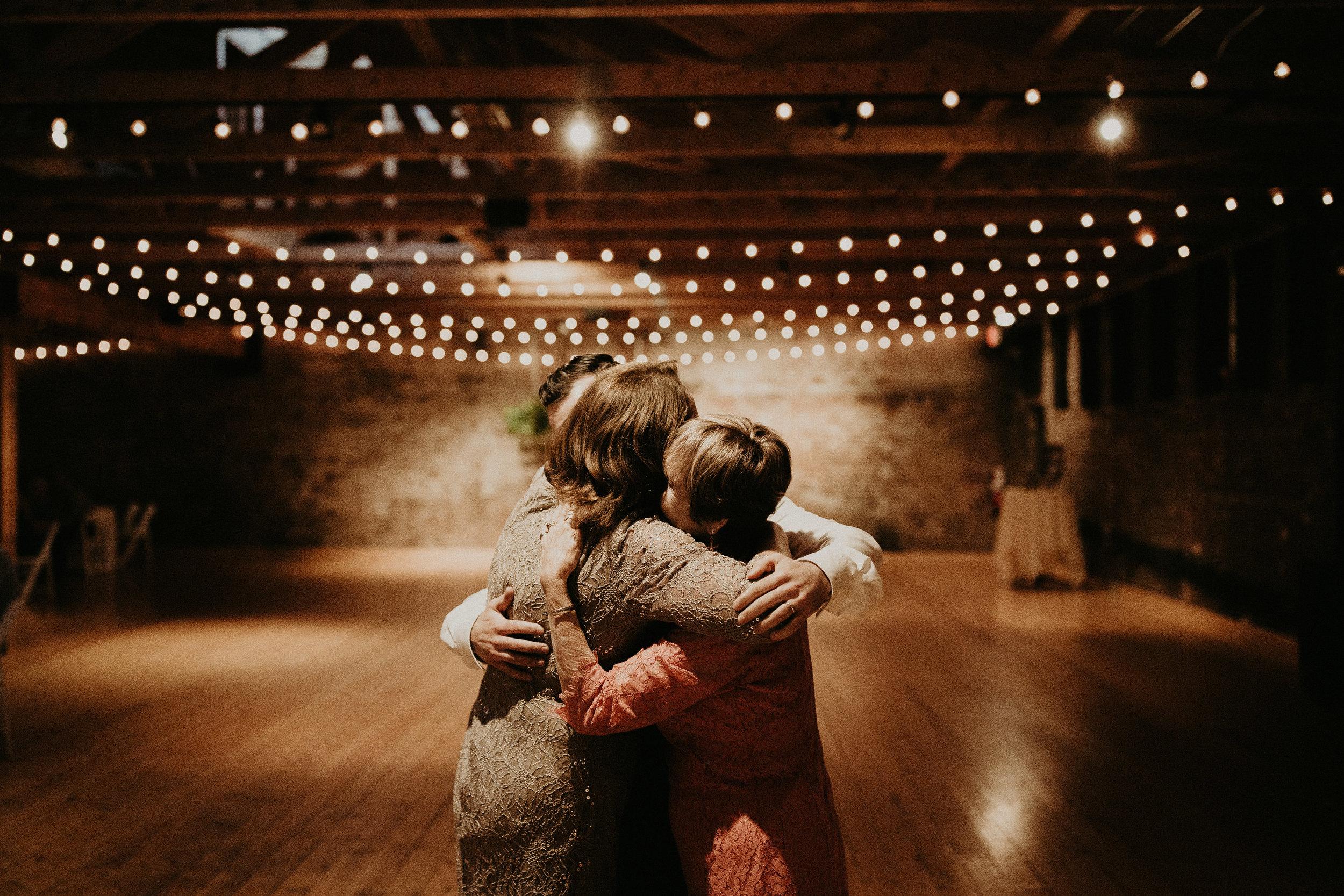 Cincinnati_Rhinegeist_Wedding_Andy_Katie-605.JPG