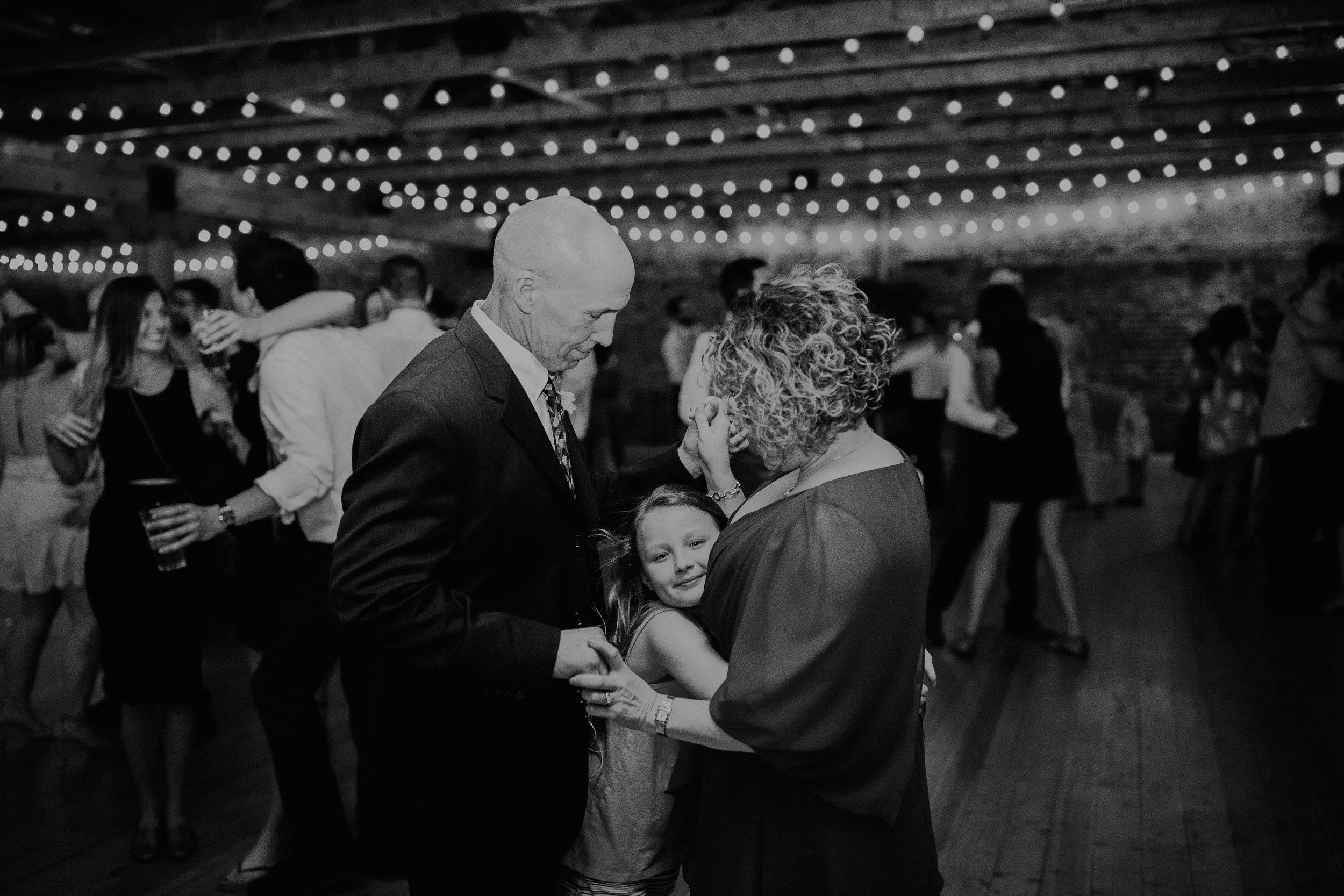 Cincinnati_Rhinegeist_Wedding_Andy_Katie-644.JPG