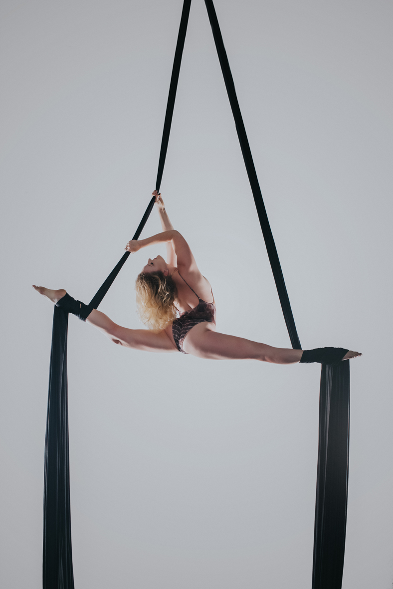 aerial-silks-boudoir-dancer-toronto-scandaleuse-photography