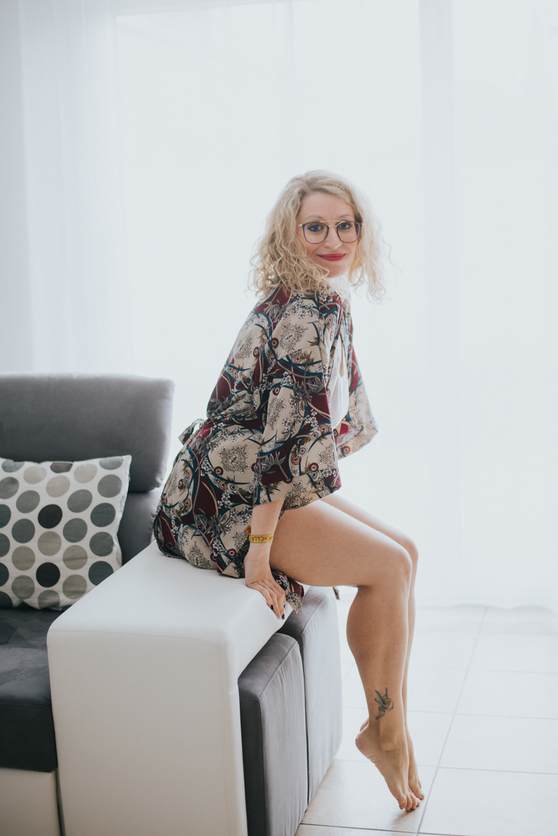 curvy-boudoir-woman-toronto-testimonial-scandaleuse-photography-2.jpg