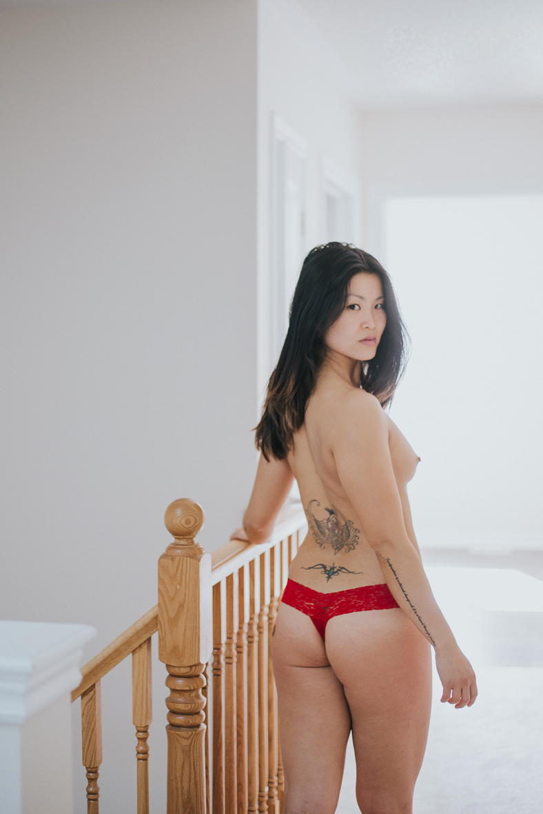 LR-scandaleuse-photography-toronto-boudoir-yoga-7.jpg