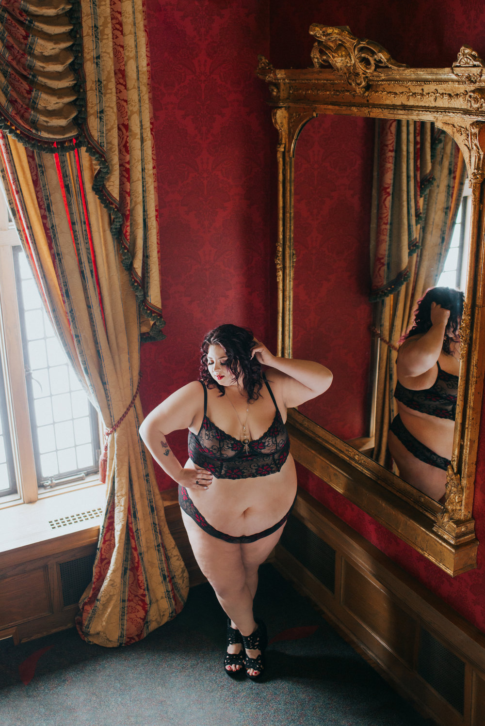 Jewelz-Journey-Bob-Rumball-Manor-Scandaleuyse-photography-Boudoir-Toronto-12.jpg