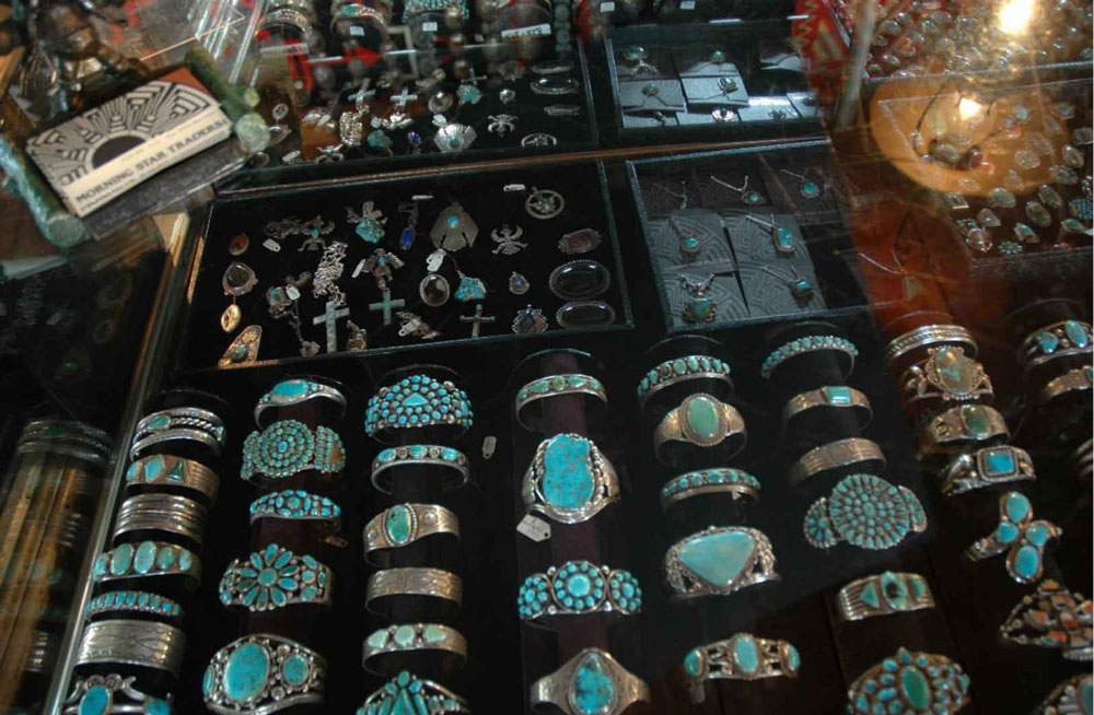ms-trader-jewelry-theft-1a.jpg