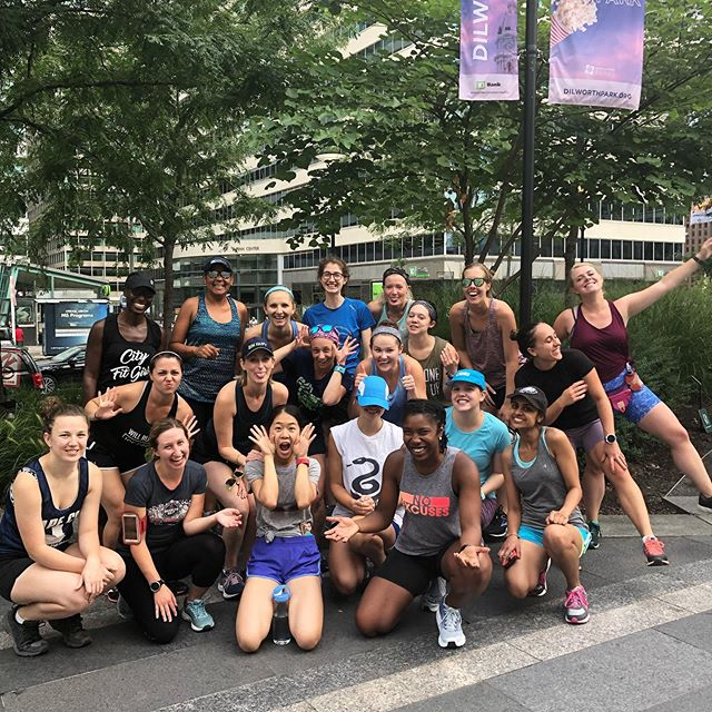 About last night 🏃🏾♀️😍 // Our group runs meet EVERY Wednesday in Philly @ 6:30PM at Dilworth Park. #cityfitgirls #myphillyrun #run215