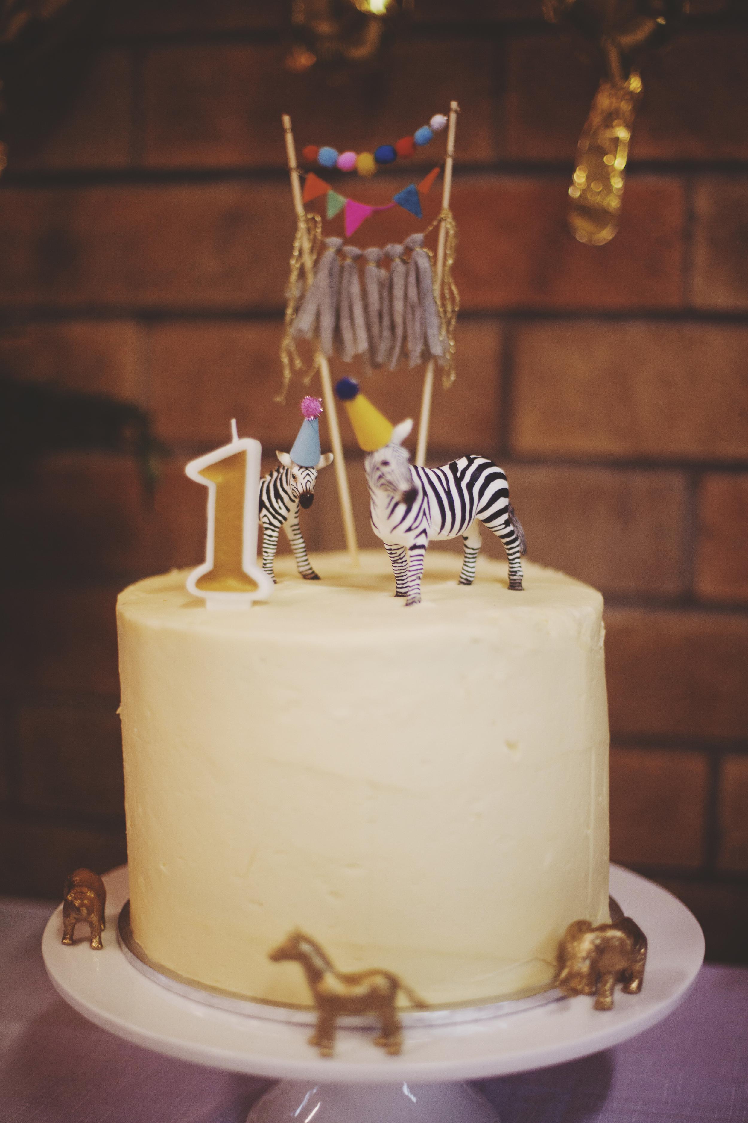 first birthday cake white with giraffes