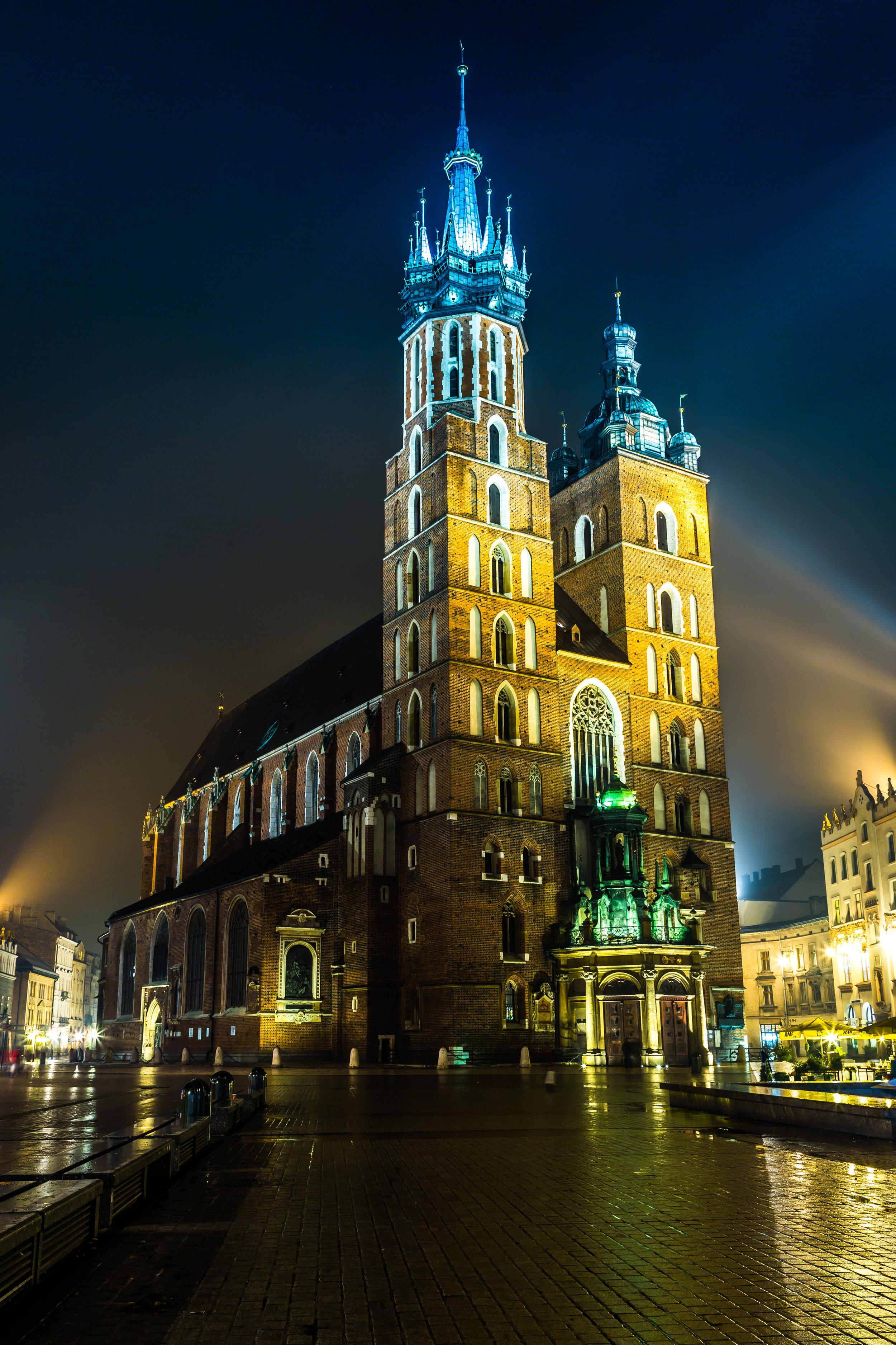 Pol Krakow mary's church main market square.jpg