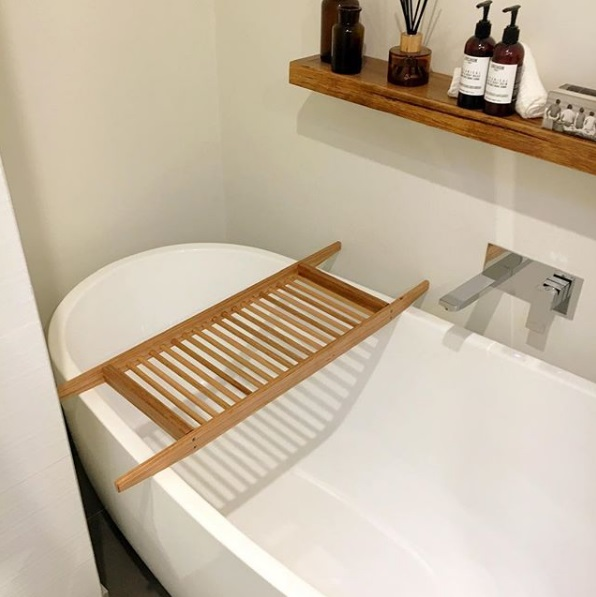 Bath with floating shelf