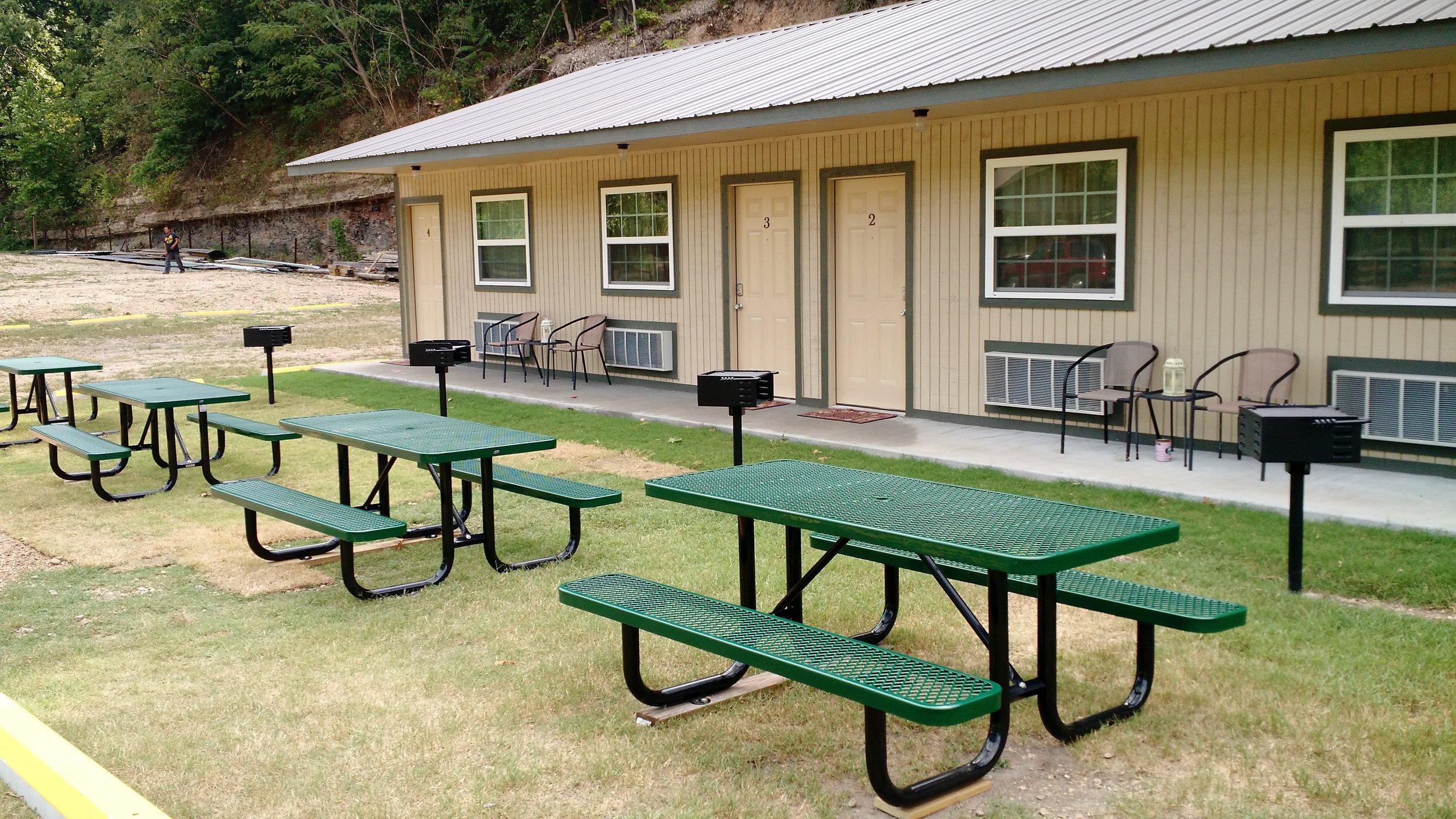 Picnic tables & grills at Riverbend Inn