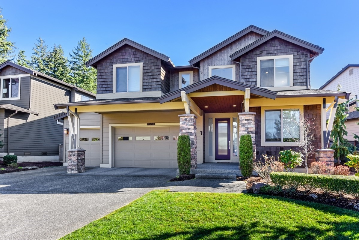 JUST LISTED: Sammamish Entertainer