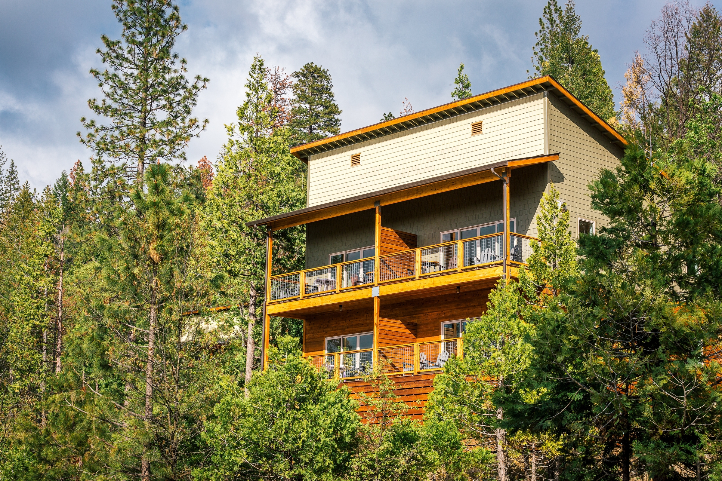 HILLSIDE VILLA AT   RUSH CREEK LODGE   IN YOSEMITE NATIONAL PARK