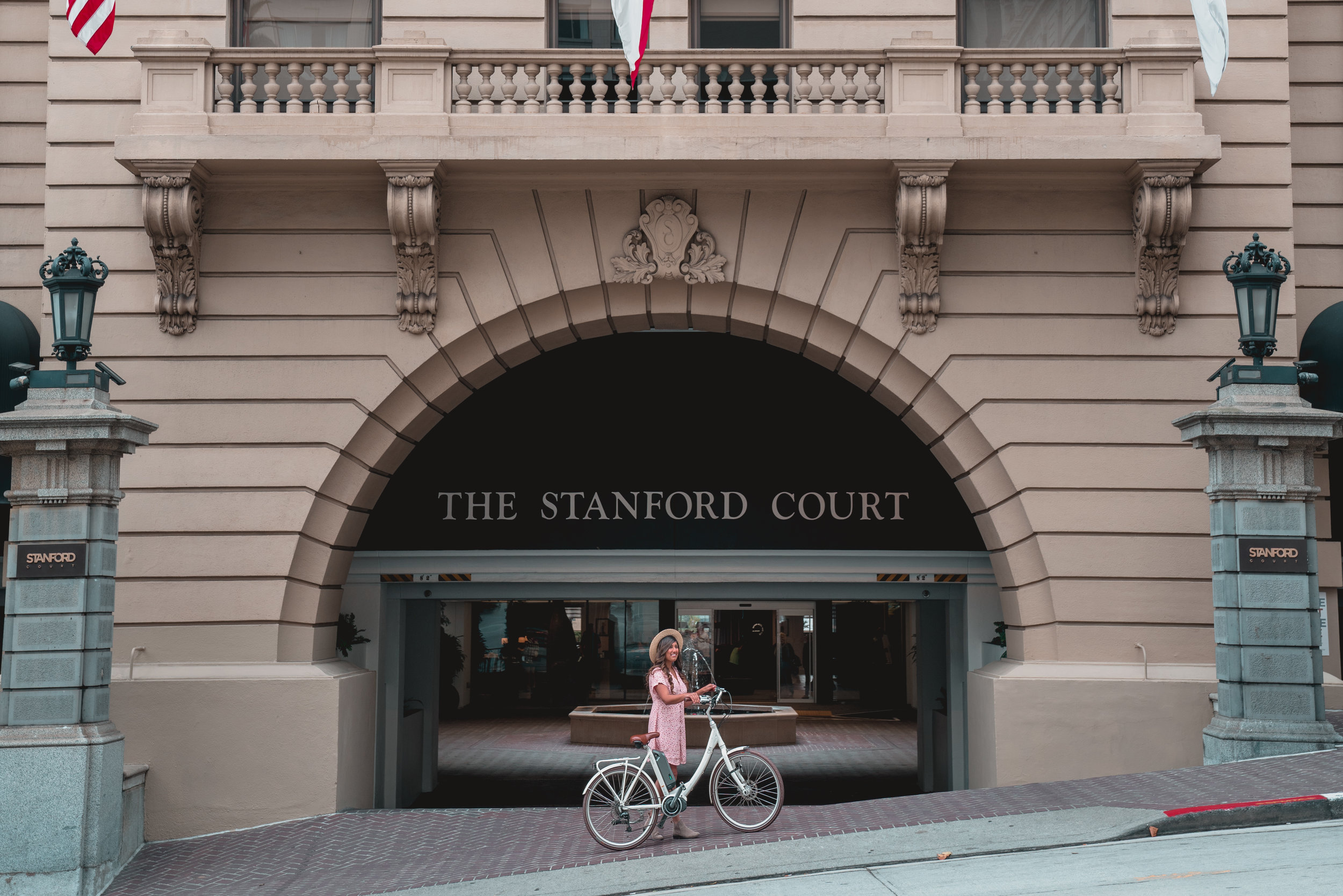Stanford Court: A Modern Hotel in San Francisco's Nob Hill Neighborhood