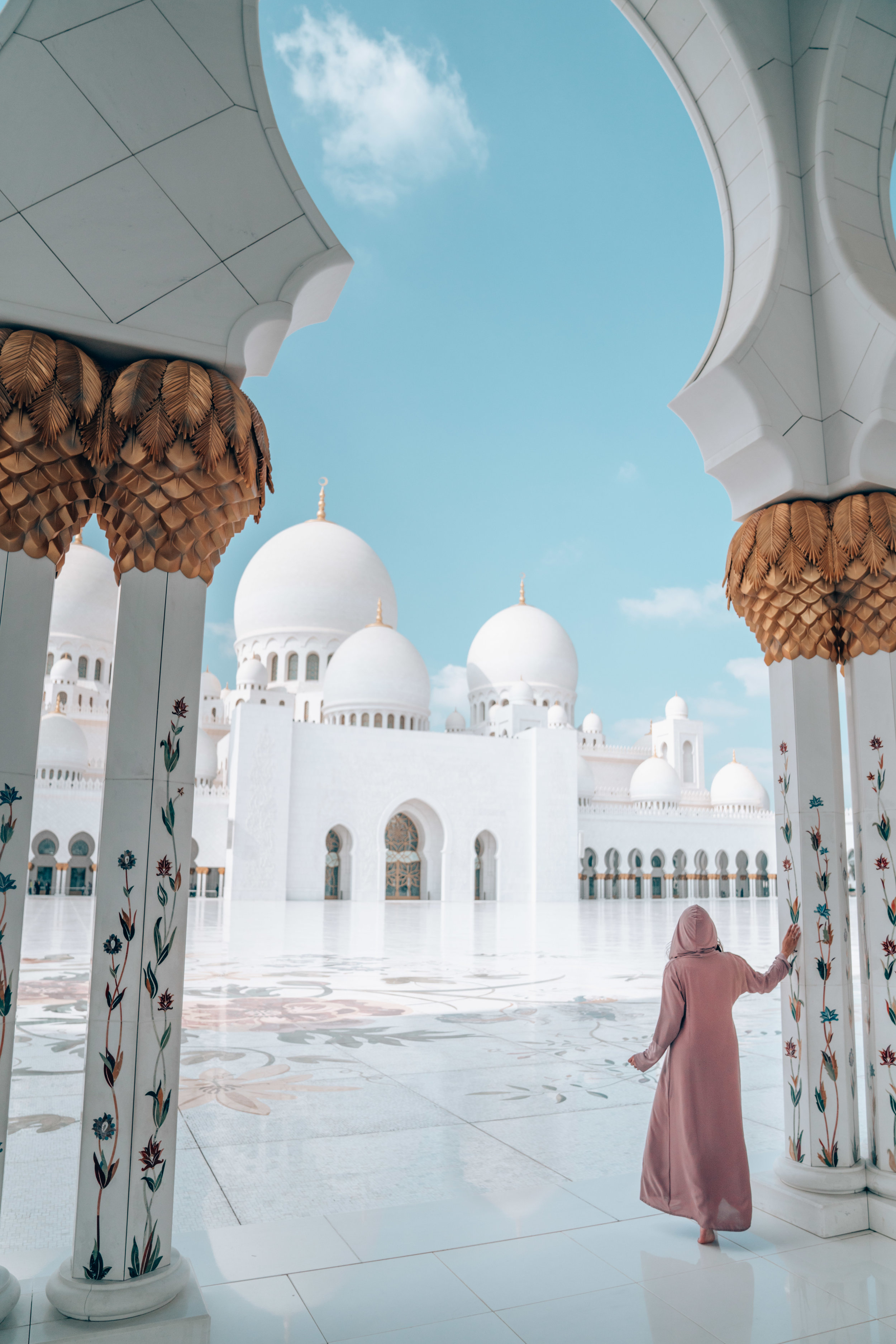 10 Things You Need to Know Before Visiting the Sheikh Zayed Mosque in Abu Dhabi, UAE